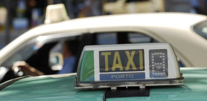Taxi Porto Taksówki w Porto Cena Ceny Numer telefonu firmy informacje Portugalia Taryfikator Na co uważać przewodnik opis Taxi w Porto Taksówka Tarfyfa Cap Oporto