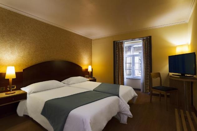 Porto polecane hotele 3 gwiazdkowe 3 gwiazdki Porto Oporto sprawdzone i dobre noclegi gdzie spać polski przewodnik po Porto opis nocleg hotels 6