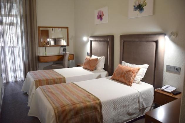 Porto polecane tanie dobre i sprawdzone pensjonaty hoteliki guesthausy hotele pensjonat hotel schroniska noclegi gdzie spać w Porto Oporto Lista TOP Portugalia 9