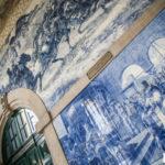 Stacja kolejowa Sao Bento w Porto i czar tysięcy płytek azulejos