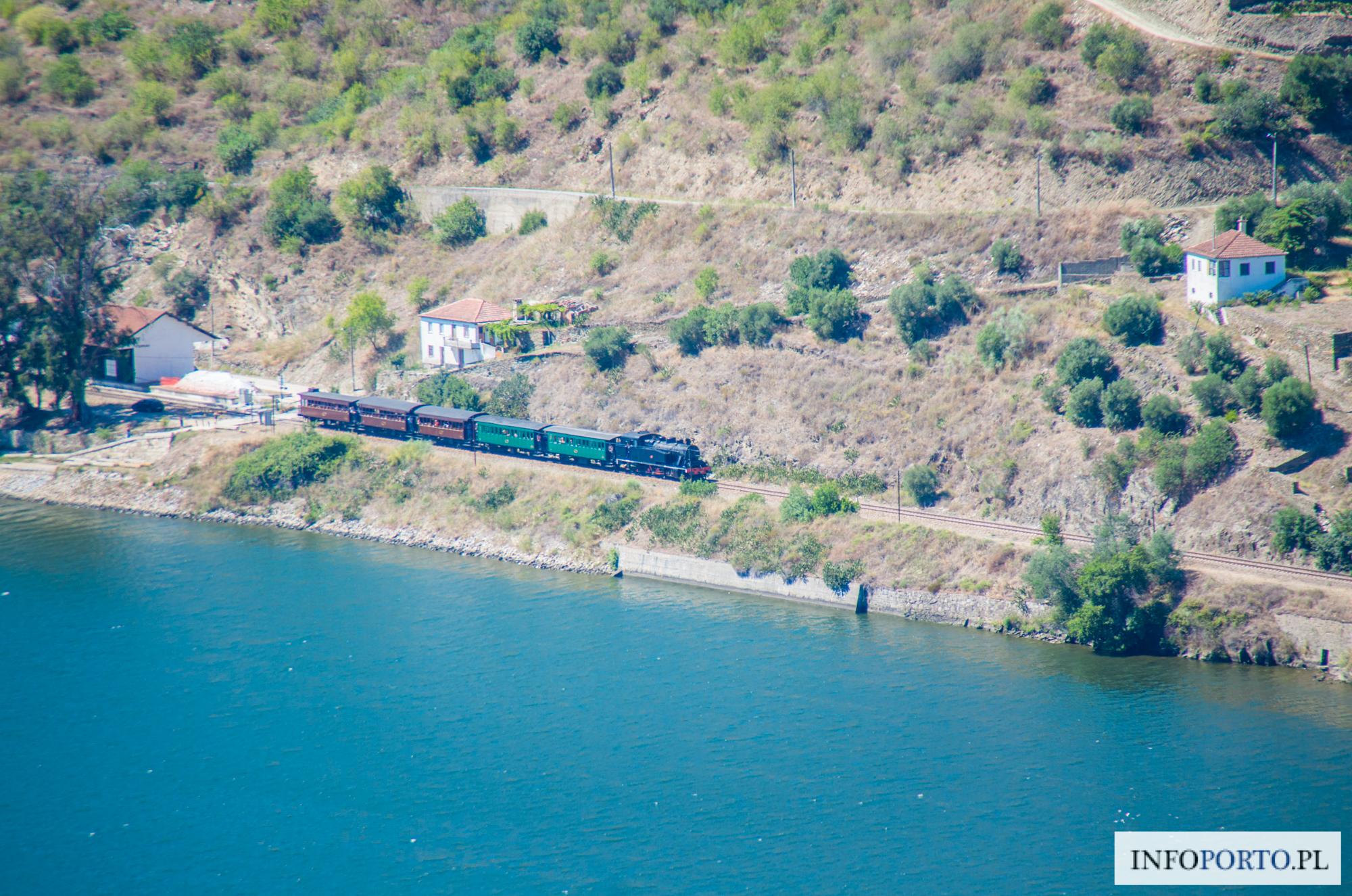 Dolina Douro pociągiem autobusem szlaki piesze rowerem rejsy rejs pociąg kolej autobus zwiedzania jak dojechać co zobaczyć ciekawe miejsce polski przewodnik Portugalia Porto