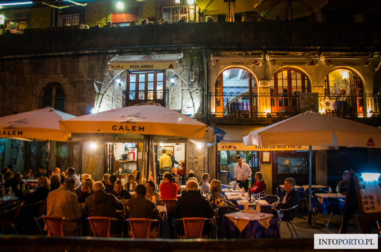 Porto napoje co pić w porto charakterystyczne najlepsze wina kawa drinki wino kawy piwo piwa nalewki likiery mocne alkohole porto w kieliszku polski przewodnik portugalia
