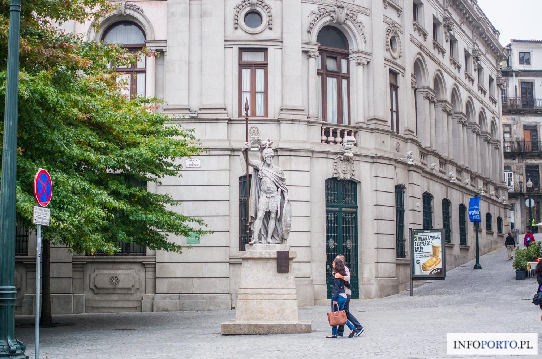 Avenida dos Aliados Porto Aleja Aliantów Baixa Porto zwiedzanie polski lokalny przewodnik po Porto place i ulice zdjęcia fotografie najważniejsze zabytki Oporto Portugalia